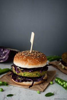 Veg burger di quinoa e piselli Black Dinner, Bagel, Quinoa, Veggies, Broccoli, Healthy Eating, Favorite Recipes, Meat, Ethnic Recipes