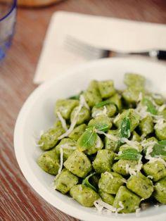 Primo piatto - Vegetariano Goulash, Ricotta, Pesto, Pasta Casera, Homemade Pasta, Italian Dishes, Ravioli, Carne, Food And Drink
