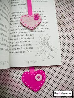 Felt Heart DIY Bookmarks - 15 Clever Back To school DIY Projects