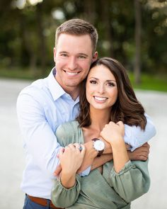 Tips For Planning The Perfect Wedding Day. Few brides and grooms found their wedding planning process to be stress-free. Older Couples, Mature Couples, Engagement Couple, Engagement Pictures, Winter Engagement, Couple Posing, Couple Shoot, Couple Photography Poses, Foto Pose