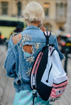 Tommy Ton Street-Style Photos - Spring 2015 Fashion Shows - Vogue London Fashion Weeks, Milan Fashion, Zerfetzte Jeans, All Jeans, Denim Fashion, Love Fashion, Fashion Trends, Estilo Jeans, Tommy Ton