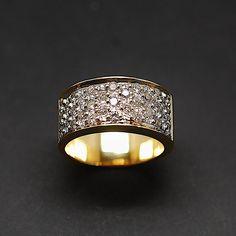 à vendre : 1200€ Bague Or Jaune et Gris 18K avec 1,0 Cts De Diamants Brillants H-VS Diamants : 1.0 cts (H-VS) poids or : 11.20 gr taille : 54 Largeur : 9.30 mm Mise à Taille offerte vendu avec facture
