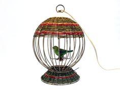 Lampe cage oiseau . Métal et raphia . Oiseau céramique . Vintage Années 50