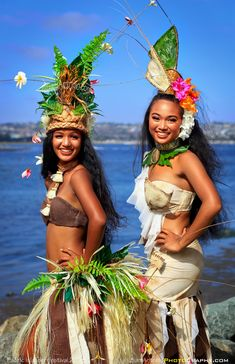 Pacific Islander Festival 2018 | Ski Beach, San Diego, California - September 23, 2018: Two female dancers from Te Rahita Nui dance group at the Pacific Islander Festival posing along the water's edge.  The Pacific Islander Festival at Ski Beach along Mission Bay is a celebration of the cultures of the indigenous nations of Melanesia, Micronesia and Polynesia. It was an amazing weekend of food, dance performances and great photo opportunities! Polynesian Girls, Polynesian Dance, Polynesian Culture, Polynesian Islands, Hawaiian Girls, Hawaiian Dancers, Tahitian Costumes, Tahitian Dance, Tahiti Nui