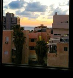 Les toits de Tel Aviv et la mer au loin Tel Aviv, Israel, Celestial, Sunset, Outdoor, The Sea, Travel, Outdoors, Sunsets
