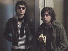 Pete and Carl of The Libertines Carl Barat, Pete Doherty, The Libertines, Teddy Boys, Androgynous Fashion, Stylish Kids, British Style, Rock N Roll, Music