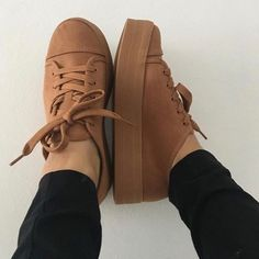 Comfy and stylish sneakers for girls Moda Sneakers, Sneakers Mode, Girls Sneakers, Casual Sneakers, Girls Shoes, Sneakers Fashion, Fashion Shoes, Shoes Sneakers, Girls Sandals
