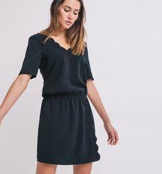 Kleid+mit+V-Ausschnitt