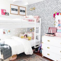 With shared rooms, you have to decorate the room in a way that both kids will be happy with. Below are some shared room ideas to inspire your children's room. Twin Girl Bedrooms, Bunk Beds For Girls Room, Sister Bedroom, Twin Bunk Beds, Shared Bedrooms, Small Room Bedroom, Little Girl Rooms, Bedroom Ideas, Small Rooms