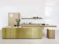 Solid wood kitchen with push to open doors FORM 45 - BRASS by Multiform