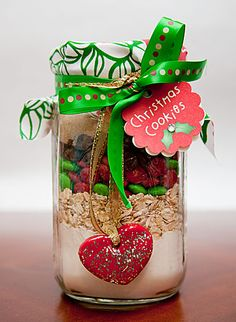 Christmas Gifts in a Jar - Homemade Cookies - Click pic for 25 DIY Christmas Gifts