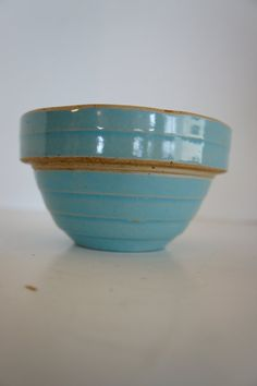 Antique turquoise blue stoneware bowl crockery 5 in beehive shoulder bowls small… Antique Crocks, Old Crocks, Antique Stoneware, Stoneware Crocks, Antique Pottery, Mccoy Pottery, Glazes For Pottery, Pottery Bowls, Earthenware