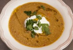 Vöröslencseleves joghurttal Thai Red Curry, Ethnic Recipes, Food, Cilantro, Yogurt, Meals