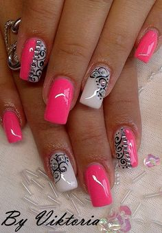 THIS is too Awesome! Very pretty nail art idea. Ideas de unas!