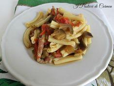 Oggi vi propongo un buon primo piatto semplice e gustoso: la pasta con melanzane pancetta e pomodorini. Un primo piatto che si prepara in poco tempo!