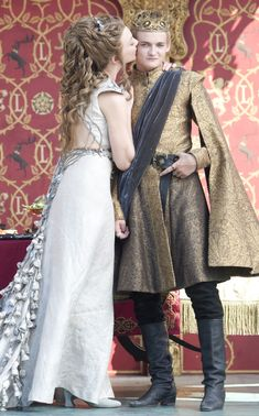 And it\'s in this picture that I realize that Margaery\'s gown has thorns on it. That is fucking amazing!