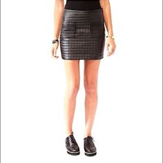 ◾️quilted faux leather mini◾️ Cute faux leather mini skirt with 2 front pockets. Side zipper closure. Size M. NWOT, Never worn 🚫NO TRADES🚫 📦Fast Shipper📦 Dresses