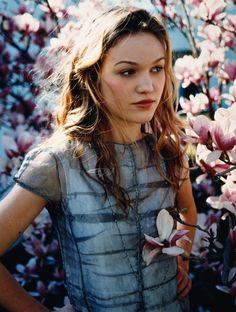 Julia Stiles. Flat chested beauty. Rockin' it