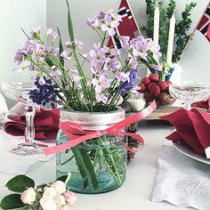 Lekkert gjort. #17mai-bord med flotte farger og detaljer, av @second.home Flower Decorations, Table Decorations, Random, Party, Flowers, Home Decor, Philadelphia, Homemade Home Decor, Receptions
