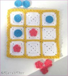 Natas Nest: Tic Tac Toe Travel Game - Free Pattern. ☀CQ #crochet #grannysquare