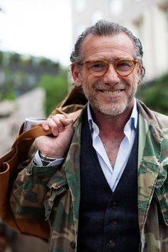 Faces by The Sartorialist: style inspired by eyeglasses The Sartorialist, Camo Fashion, Military Fashion, Mens Fashion, Style Masculin, La Mode Masculine, Mens Trends, Moda Casual, Older Men