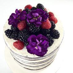 Happy first anniversary Camilla and Marc! #anniversarycake #bryllup2017 #bryllupskager #copenhagencakes #københavnskager #amagerkager #bryllupsinspiration #spiseligeblomster #seminakedcake #weddingcake #cakeart #sommerbryllup First Anniversary, Acai Bowl, Wedding Cakes, Breakfast, Instagram Posts, Food, First Birthdays, Acai Berry Bowl, Wedding Gown Cakes