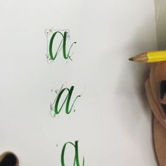 Base shapes are important, guys! My favorite way to teach is to show letters based on corners with 3 out of 4 corners used. It helps a lot in creating forms. . @pentelofamerica Touch. @rhodiapads Blank. . Learn more with full classes. The link in my bio offers two months of unlimited classes for free.