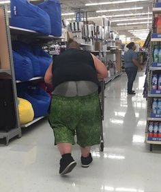 40 Worst Kind of People of Walmart That You've Ever Seen - Page 8 of 8 - Wackyy People Of Walmart, Meanwhile In Walmart, Only At Walmart, Funny Walmart Pictures, Funny People Pictures, Walmart Funny, Crazy People, Kinds Of People, Strange People