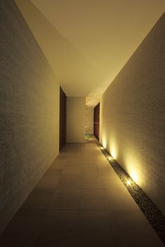 Hallway – Home Decor Designs Modern Entrance Door, Entrance Lighting, Garage Lighting, Interior Lighting, Lighting Design, Japanese Interior, Modern Interior, Velo Design, Corridor Design
