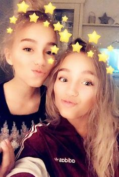 Lisa and Lena Lisa Or Lena, Youtubers, Twins, Tumblr, Photography, Confused, Selfies, Famous People, Snapchat