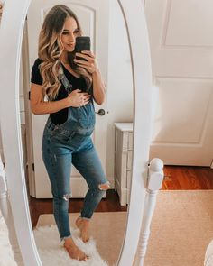 Beautiful mom in denim - Pregnancy outfit & dresses - Schwanger Cute Maternity Outfits, Stylish Maternity, Maternity Wear, Maternity Dresses, Maternity Style, Summer Maternity Fashion, Casual Pregnancy Outfits, Maternity Clothes Spring, Maternity Quotes