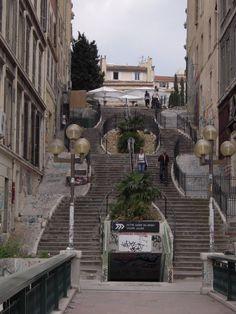 Les escaliers du Cours Julien.
