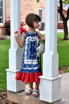 Aesthetic Nest: Sewing: Patriotic Pillowcase Dresses I wanted to make some quick outfits for the girls to wear to Fourth of J. Little Girl Dresses, Girls Dresses, Childrens Haircuts, Little Girl Haircuts, Kids Cuts, Sewing For Kids, Sewing Ideas, Sewing Projects, Sewing Tips