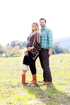 """. I love this blogger's """"family pictures that I just happen to be pregnant in"""" alternative."""