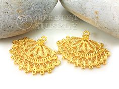 2 pc Filigree Earring Component Approx.27x35mm Matte 22K Gold Plated Brass Lead and Nickel safe/free *Actual colors may slighly differ from screen to screen because of different color settings of computer screens. *Please read my shop policies for Important Notes. All orders are