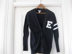 DIY varsity sweater- i want to do this with my varsity letter Diy Clothes And Shoes, Clothes Crafts, Diy Clothing, Revamp Clothes, Sock Hop Outfits, 50s Outfits, Letterman Sweaters, Varsity Sweater, 60 Fashion