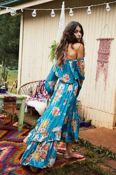 From tie dye dresses, maxi skirts, to vintage tanks, get your ultimate festival clothing list with Spell & The Gypsy Collective's festival-ready looks.