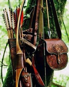 Longbow and side-quiver, oak tree II Larp, Daena Targaryen, Norwegian Wood, Longbow, Traditional Archery, Bow Arrows, Leather Pouch, Leather Quiver, Tooled Leather