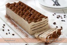 Mattonella gelato al caffè, ricetta facile per un dolce fresco e goloso. Un semifreddo senza gelatiera con caffè e cioccolato, ideale per occasioni speciale