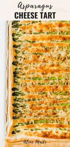 Green asparagus tart baked on a sheet of puff pastry with cheese – the perfect tart recipe for spring and asparagus lovers. Quiche Recipes, Tart Recipes, Cooking Recipes, Vegetarian Recipes Easy, Veggie Recipes, Healthy Recipes, Baked Asparagus Recipes, Asparagus Tart, Asparagus With Cheese