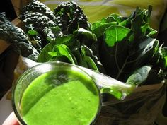 Green juices and green smoothies are one of the easiest ways to get a ton of nutrients into your body. They alkalize the body, satiate hunger, improve digestion...