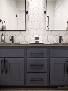 Double Sink Bathroom Vanity Makeover - Taryn Whiteaker You have to see this bathroom makeover! From basic builder grade to a cool industrial modern bathroom, love the black pivot mirrors paired with the hexagon tile backsplash and charcoal blue cabinets! Hexagon Tile Backsplash, Hexagon Tiles, Painting Tile Backsplash, Black Hexagon Tile, Vanity Backsplash, Bathroom Vanity Makeover, Bathroom Sink Vanity, Bathroom Mirrors, Simple Bathroom Makeover