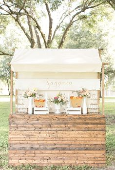 You'll Be Drunk In Love With These Crazy Creative Drink Stations – Wilkie Sangria Station – For the couple who likes to wine and dine, why not have your very own sangria station? Sangria Bar, Wedding Catering, Wedding Reception, Bar At Wedding, Summer Wedding, Wedding Stuff, Bellini Bar, Backyard Bar, Wedding Backyard
