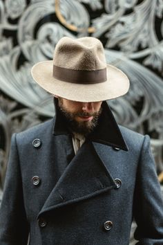 """permanentstyle: """" https://www.permanentstyle.com/2018/02/how-a-hat-should-fit-with-stephen-temkin-fedora.html How a hat should fit (with Stephen Temkin fedora) """""""