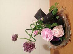 3peony & allium My Flower, Flowers, Allium, Flower Arrangements, Projects To Try, Amazing, Plants, Floral Arrangements, Floral