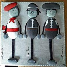 """15 mentions J'aime, 1 commentaires - Ingrid Lungarella (@ingridlimbourg2b) sur Instagram: """"#art#galets#pebbleart#stone#rocks#decoration#tableau#peinture#basque#corse#breton#costume#tradition#…"""""""