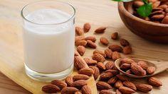 How to Make Almond Milk? How to make almond milk at home? Steps to make almond milk. Easy way to make almond milk at home. Almond Milk Nutrition, Almond Milk Benefits, Health Benefits Of Almonds, Cheese Nutrition, Make Almond Milk, Almond Milk Recipes, Homemade Almond Milk, Gastro, Milk Alternatives