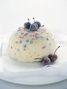 frozen berry pudding it has been so hot here this summer! this dessert sounds absolutely refreshing! Frozen Desserts, Frozen Treats, Just Desserts, Delicious Desserts, Dessert Recipes, Yummy Food, Donna Hay Recipes, Granita, Trifle Pudding