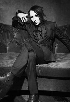 Imagen vía We Heart It https://weheartit.com/entry/154473396/via/22209981 #band #beautiful #dark #goth #MarilynManson #metal #rock #singer