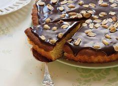 I Familie Journal nr. 12 vedlagde vi et tillæg med en masse lækre formkager bl.a denne mazarinkage. Her får du en opskrift, der virkelig kan få smilet frem på enhver kage elskers læber!